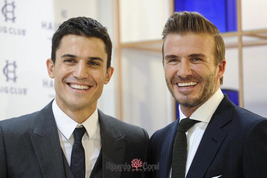 Retrato de David Beckham junto a Alex González