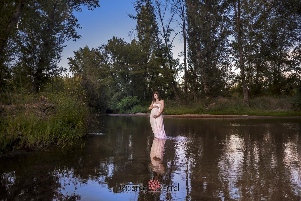 Reportaje de embarazo en el río