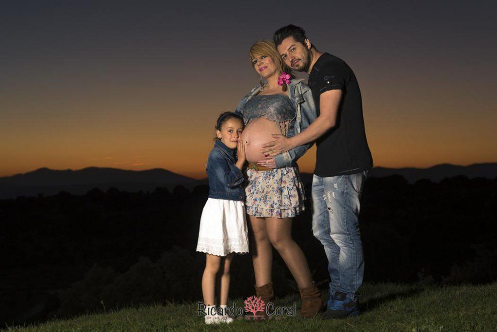 Fotografía de embarazo al atardecer