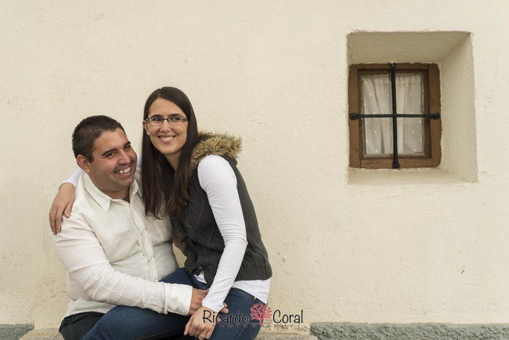 Preboda de una pareja divertida y enamorada