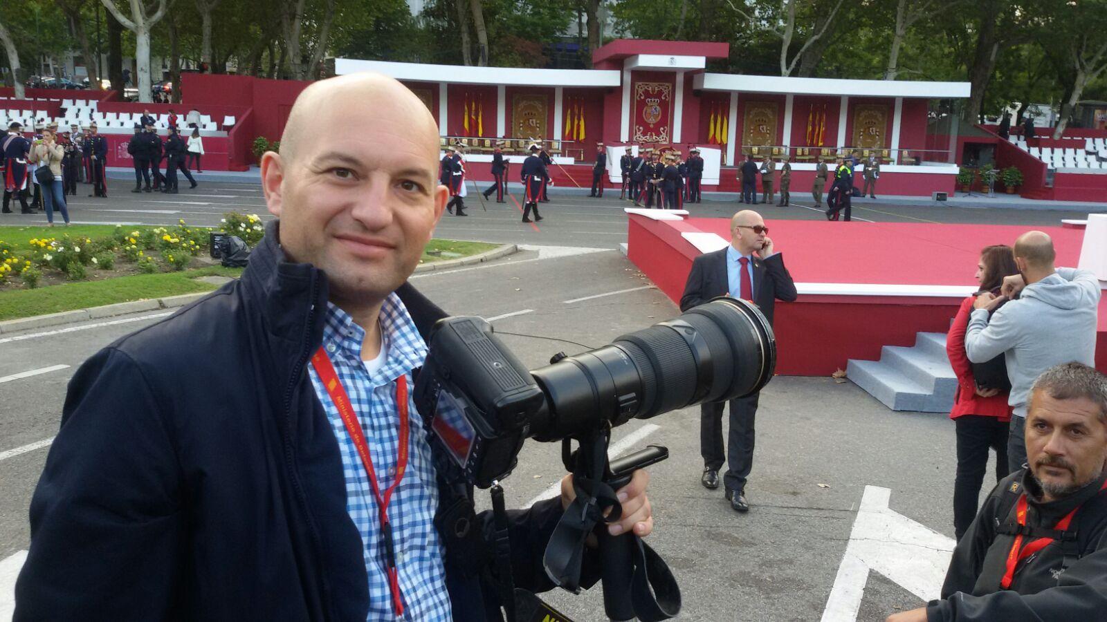 Ricardo Coral trabajando