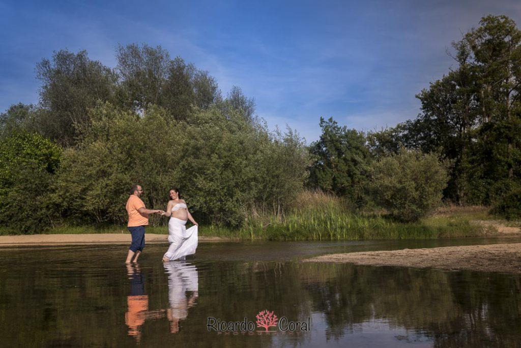 Fotografia de embarazo en el rio Alberche por Ricardo Coral