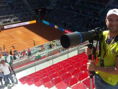 Ricardo Coral trabajando en el tenis
